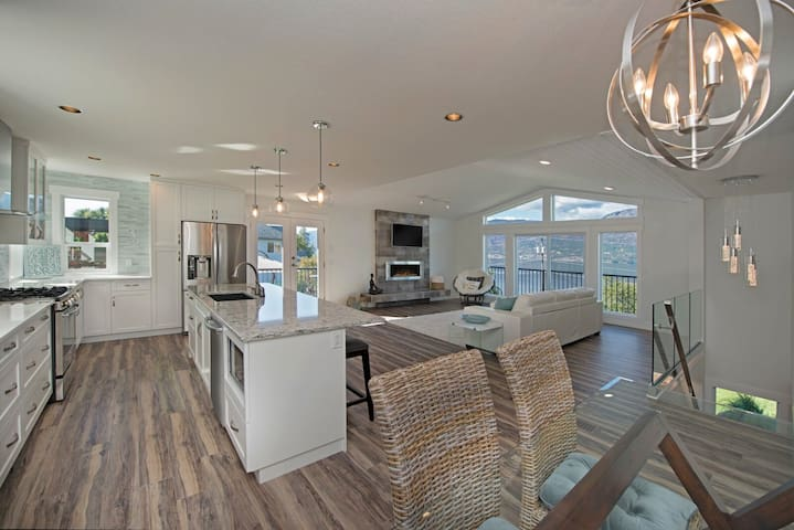 Modern Beach House with full Okanagan Lake view!