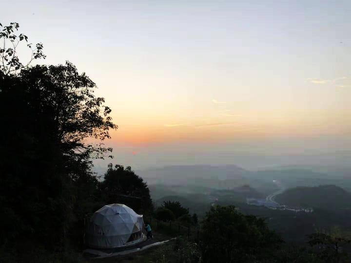 住的不一样   三合星谷 崖边星空骨架泡泡房    近郊森林避暑宝地  独卫 空调 双早
