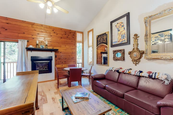 Eclectic second floor condo w/ loft, balcony, & gas fireplace - family friendly!