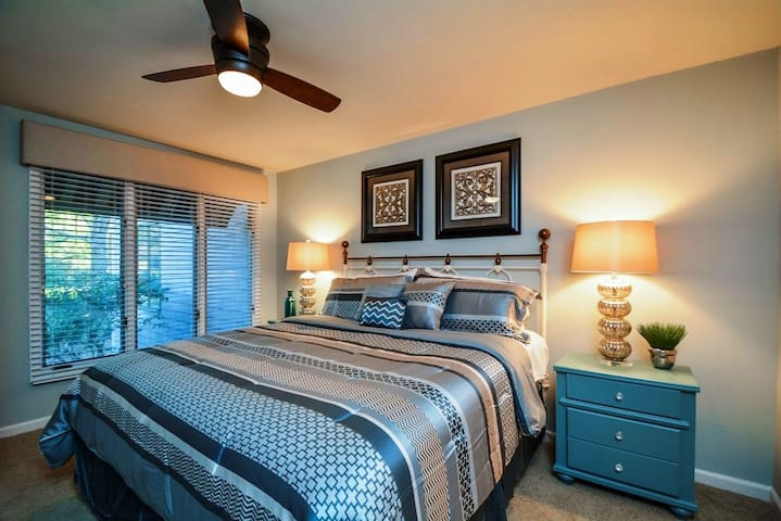king size bedroom 1 with new high end Serta mattress