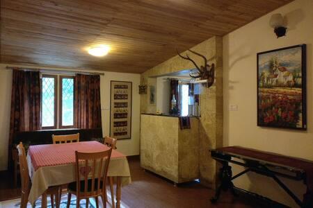 Parn Kuti Cottage (Entire Top Floor) Nainital