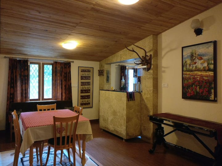 Parn Kuti Cottage (Entire Top Floor) Nainital