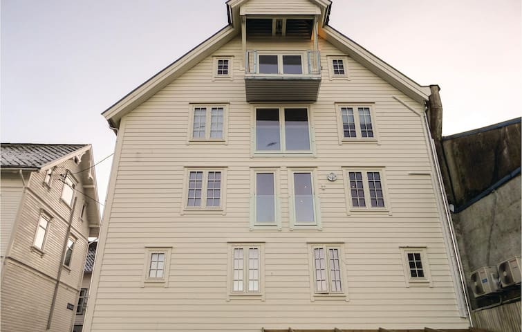 Holiday apartment with 3 bedrooms on 85 m² in Skånevik