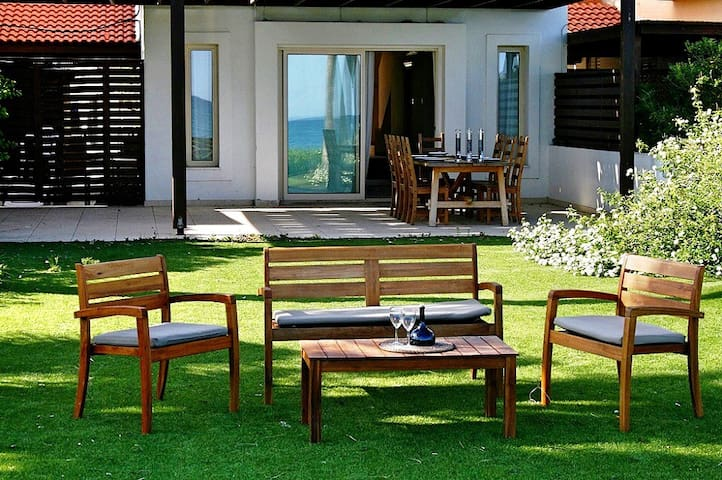 Villa in Larnaca by the sea, 3 bdr - Larnaca - Villa
