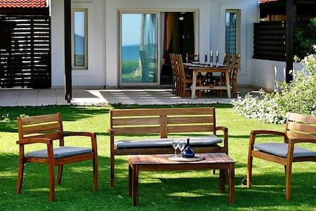 Villa in Larnaca by the sea, 3 bdr - ラルナカ