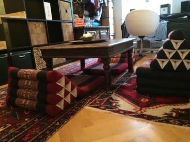 sch nes zimmer neben schloss sch nbrunn wohnungen zur miete in wien wien sterreich. Black Bedroom Furniture Sets. Home Design Ideas