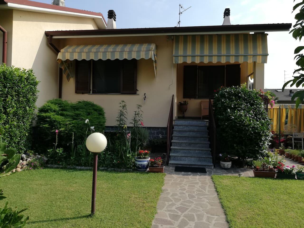 villetta indipendente piscina, giardino disponibilità 2 camere matrimoniali