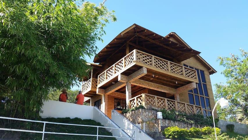 Villa de montaña con piscina y rios - Inoa - Бунгало