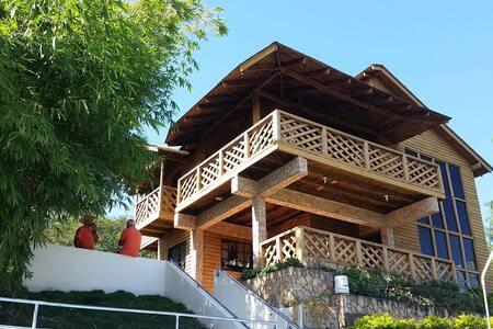 Villa de montaña con piscina y rios - Inoa