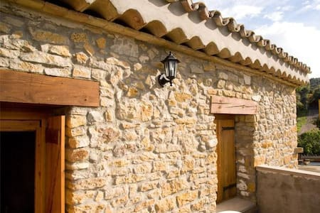 AMPLIA CASA EN AGER (Lleida) 13 personas - Santa Linya
