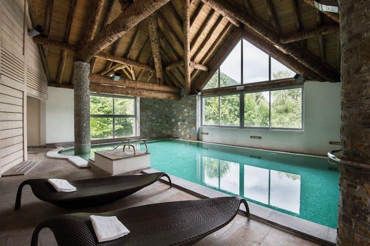 Appartement Chaleureux | Piscine, Sauna, Tennis + Parking
