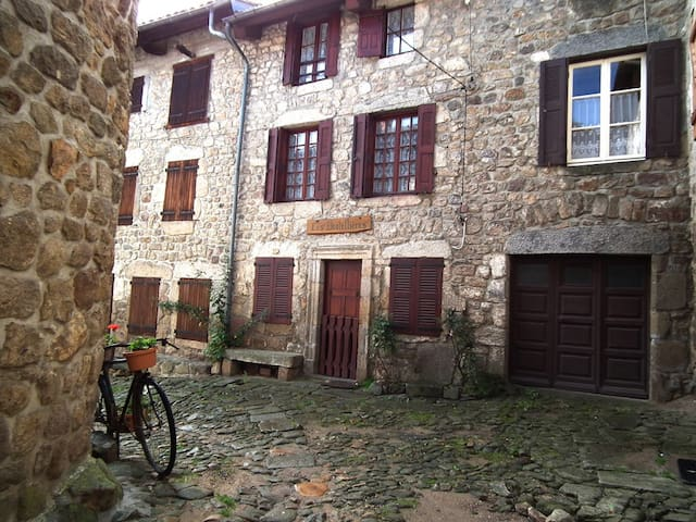 Les Dentellières - Chic&Modern Historical House - Viverols - Townhouse