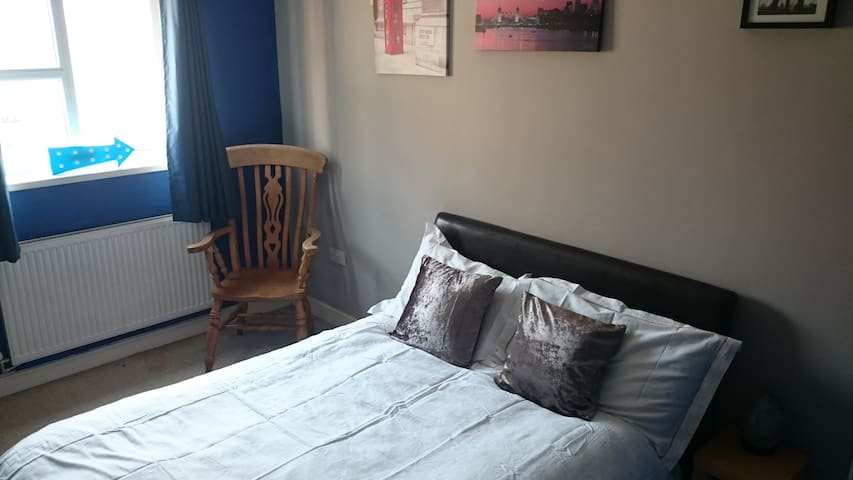 Close to the Pennines and train station - Mossley - Penzion (B&B)