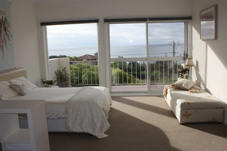 Peaceful Bayviews Bedroom + Balcony - Mount Eliza - Bed & Breakfast