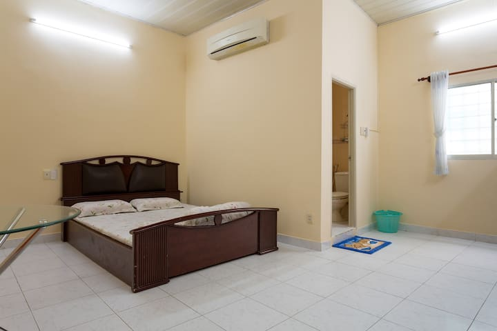First floor biggest room @CBD - Ho Chi Minh City - Huis