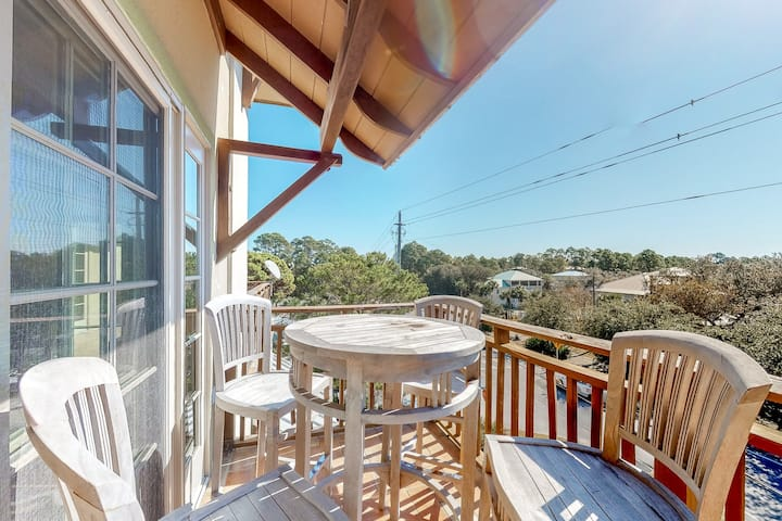 Spacious coastal home w/lake & Gulf views from private balcony - dogs ok!