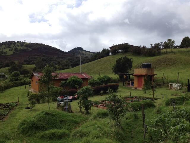 Reserva agroecológica el DOS&1/2 - La Calera - Cottage