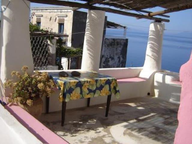 Maison Ciocchiti,Ginostra,Stromboli