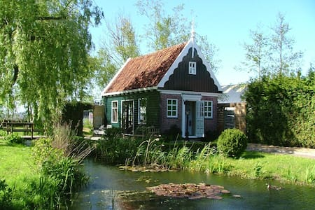 Bungalow incl. breakfast nearby Amsterdam beach.
