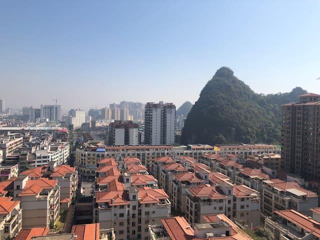 正市中心景观套房|鸟瞰繁华|出行便利|生活配套齐全