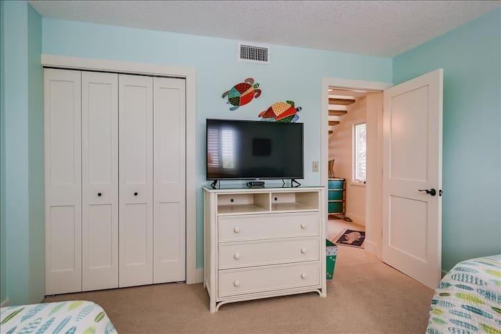 Furniture,Screen,Indoors,Cabinet,Room