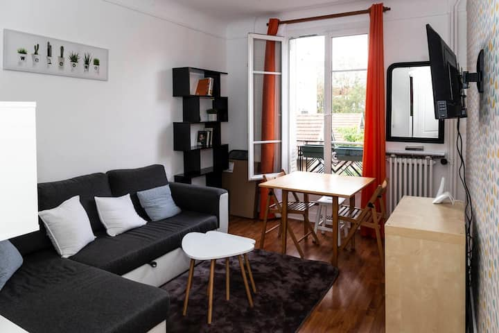 Les Lilas flat one room apartment 10 mn from Paris
