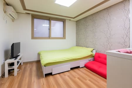 Fully ensuit apartment near subway - 서울특별시