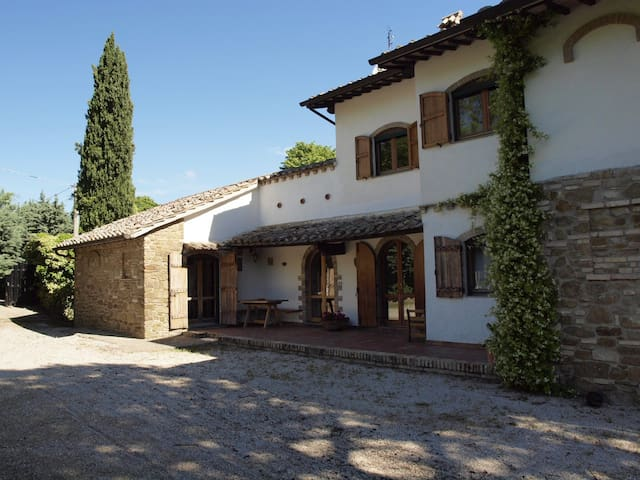 Villa in collina tra Assisi Perugia - Bettona - Villa