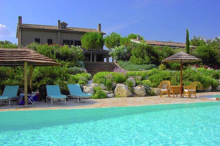 Luxurious Villa in Montelupone with Private Swimming Pool