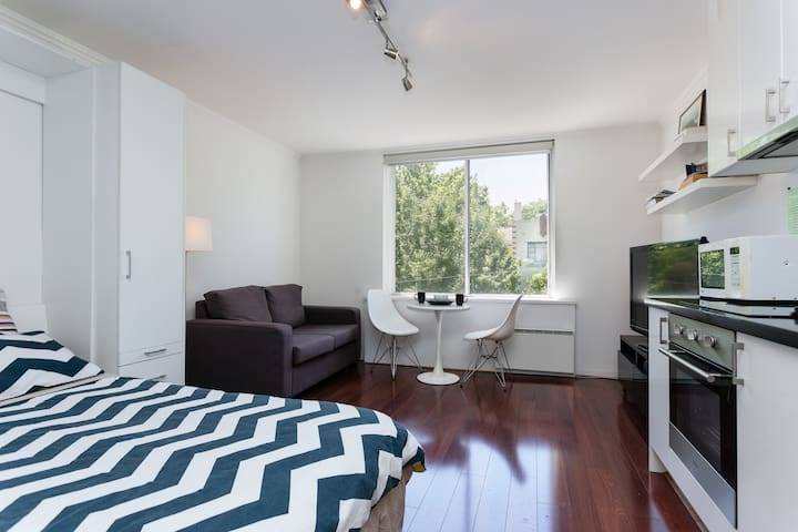 Hotel-Style Apt w/WiFi+Gym+Parking near Chapel St - Toorak - Leilighet