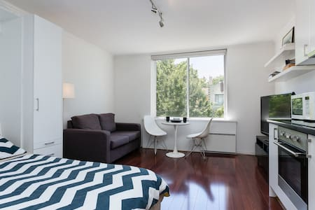 Hotel-Style Entire Apt w/WiFi+Gym+Parking - Toorak - Appartement