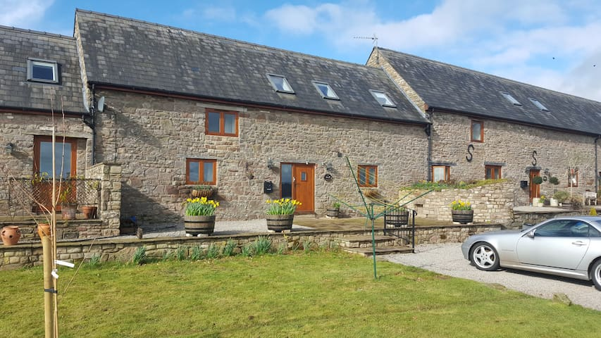 Three bedroom converted barn on organic farm - Monmouthshire