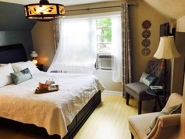 Charming B&B Downtown - Relax in the Mountains #1