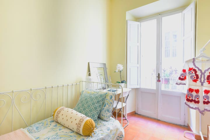 Pied a terre for one in Rome center near Termini
