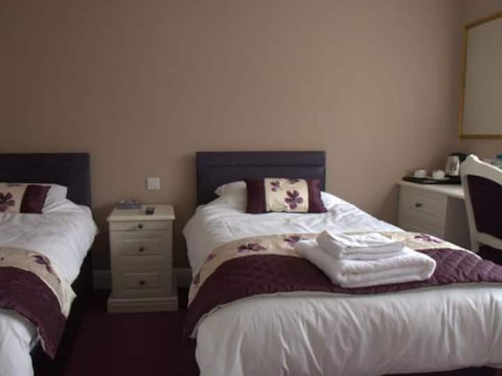 Twin room at Highclere Hotel