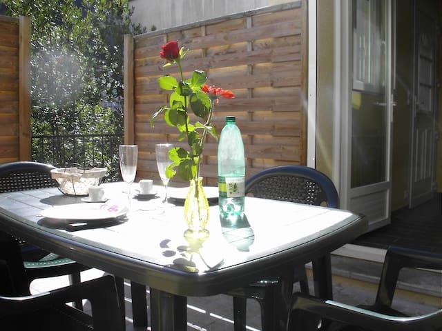 APPARTEMENT WIFI TERRASSE CALME EN VILLE - Vals-les-Bains - Apartemen