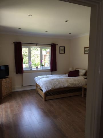 Whitehill - Studio/bedsit - smart & comfortable. - Whitehill - Serviced apartment