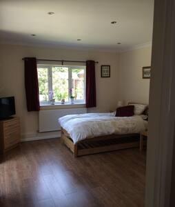 Whitehill - Studio/bedsit - smart & comfortable. - Whitehill - 飯店式公寓