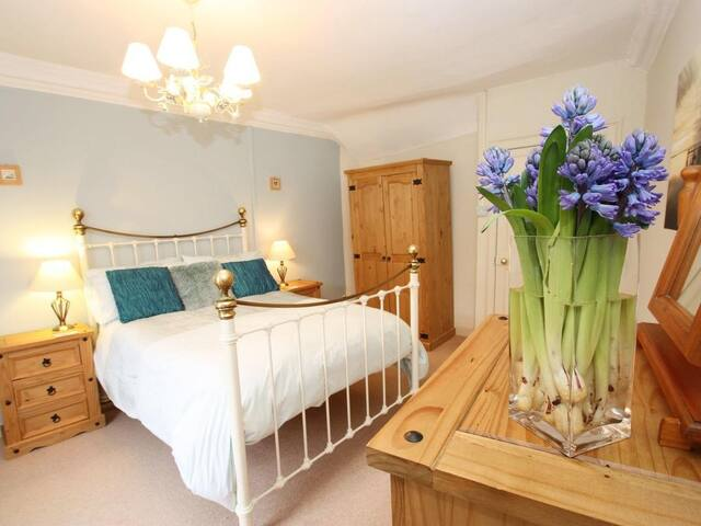 OFF SQUARE, pet friendly in St Agnes, Ref 959412