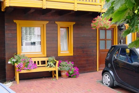 Schöne Wohnung (> 90 m²) im  gemütlichen Holzhaus