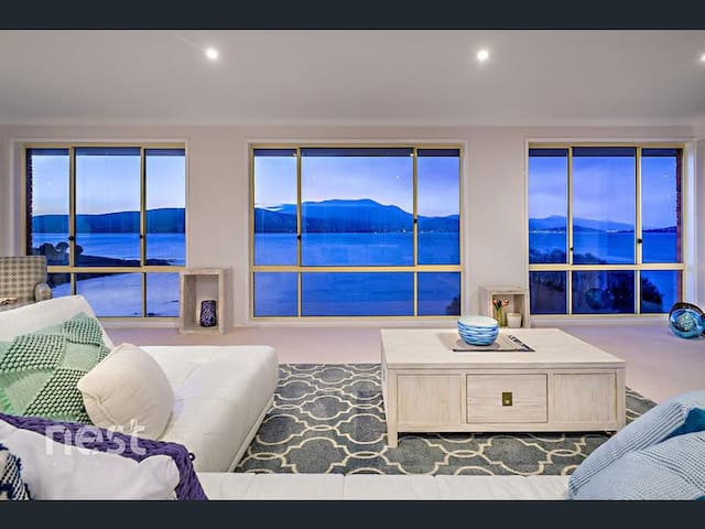 Hobart Vista-Stunning Waterfront & Mountain Views