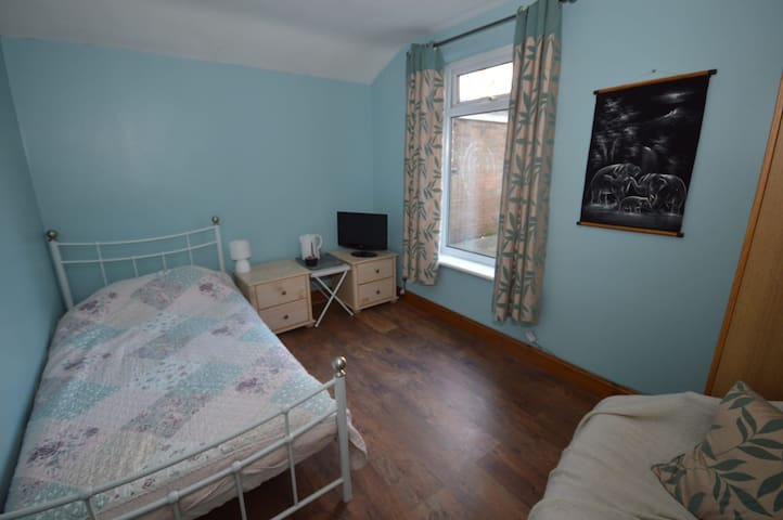 Single bedroom near bolsover castle and M1 j29a