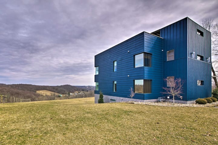 Modern Hideaway w/ Rooftop & Amish Country Views!