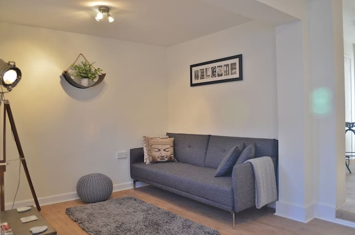 One Bedroom Stylish Apartment in St Clements