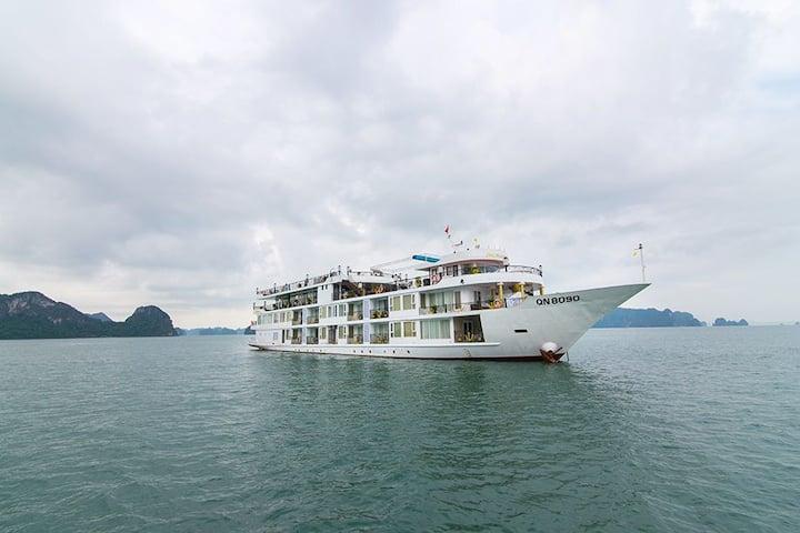 Luxury cabins on Ancora Cruise Halong bay 5star