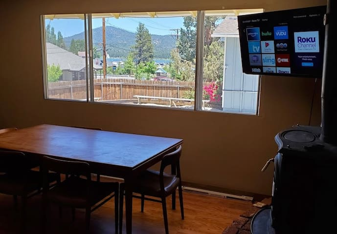⭐️Lakeview 2BR by Lake & Village✅WIFI ☀️Deck BigTV