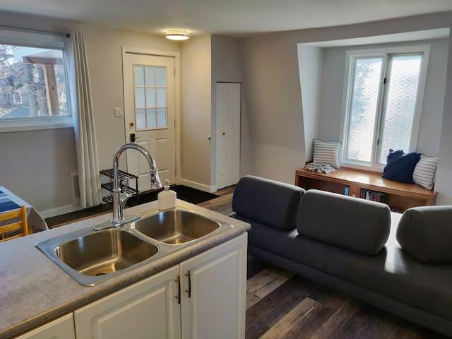 Entire Detached Guest Suite In Quiet Neighbourhood