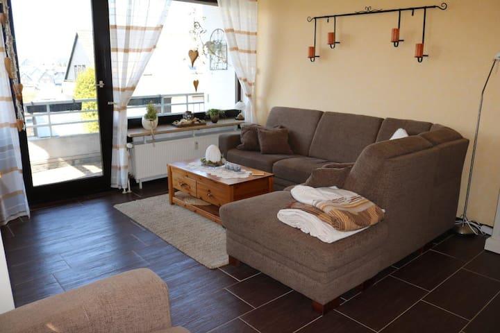Ferienwohnung Rapunzel (Winterberg) -, Ferienwohnung Rapunzel, 72 m2, 2 Etagen, Terrasse und Balkon, eigener Parkplatz