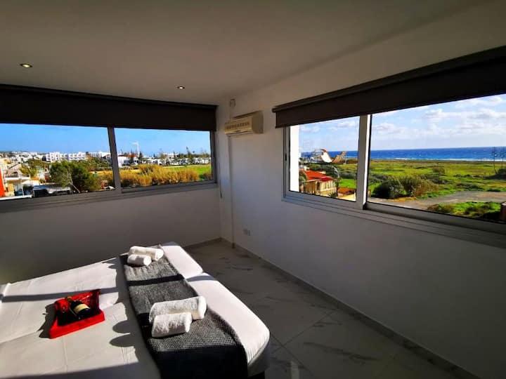 Luxury 1 Bedroom Apartment With Sea View