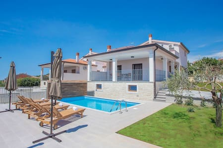 Brand new and modern Villa Branka with Pool - Kaštelir - Villa